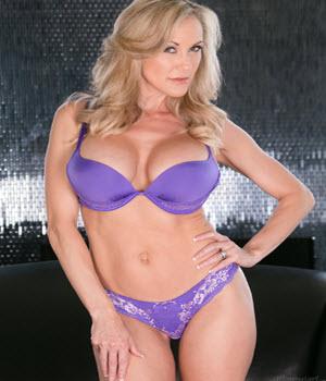 Foto, video e biografia della pornostar Brandi Love