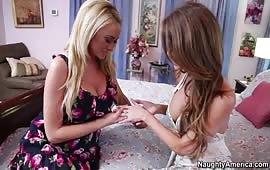Le ragazze lesbiche gemono un intenso sessantanove