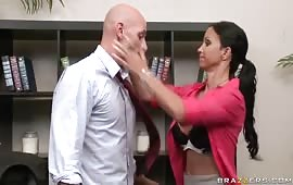 Johnny Sins e una brunetta calda