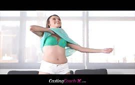 Zoccola 18enne trombata al provino porno