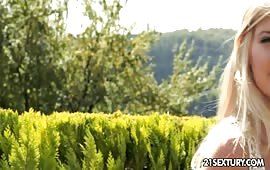 18enne ninfomane si gode un dildo in figa