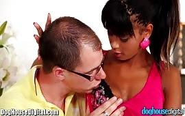 Ebony scopata davanti al marito