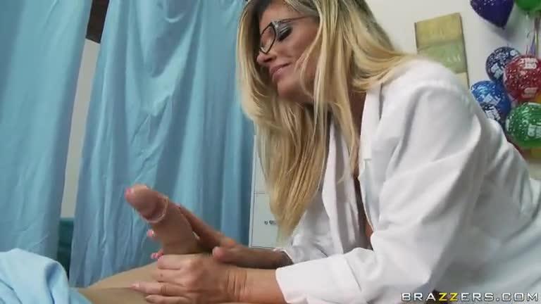 Deepthroating un grande pene