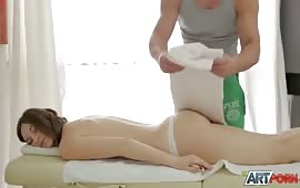 Mignotta chiavata dal massaggiatore