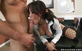 Sesso sfrenato con una bocchinara brunetta