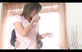 Moglie ninfomane chiavata dal marito
