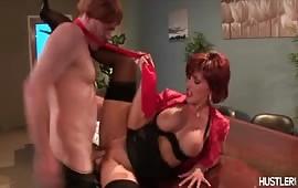 Rossa dalle tette grosse gode un cazzo grosso