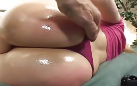 Chiappe arrossate con delle intese sculacciate