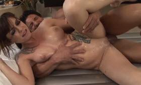 Stallone cazzuto si tromba massaggiatrice tettona