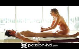 Tettona infoiata massaggia e fotte il vicino
