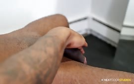 Masturbazione con sega per un cazzuto negro