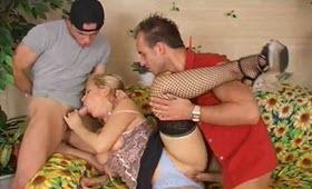Sesso a tre con una troia affamata