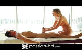 Massaggiatrice tettona chiavata a dovere