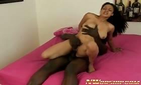 Shyla Haze sbava sul cazzo nero
