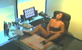 Segretaria porca fa ditalini in ufficio