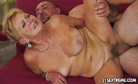Bagascia matura adora fare sesso