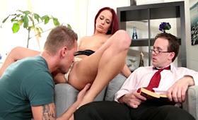 Due bisessuali e una troia fanno sesso arrapante